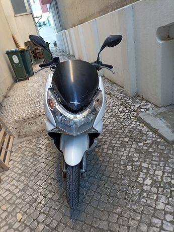 Honda PCX 2011  .
