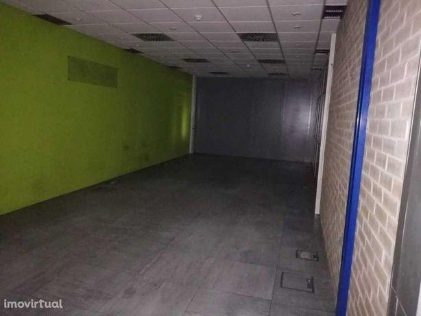 Edifício para armazém / escritórios em Carnaxide - Arrendamento