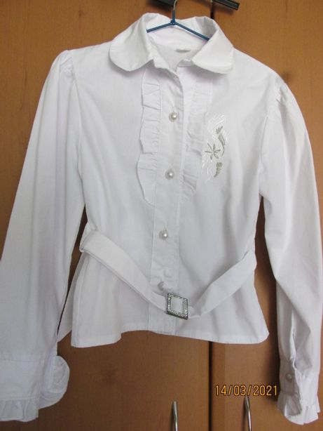Шкільна біла блузка з довгим рукавом