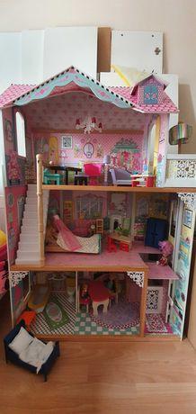 Duży drewniany domek dla lalek z windą