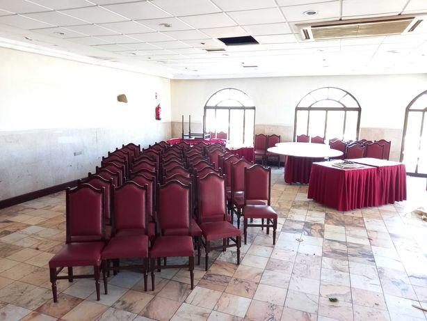 Lote 500 cadeiras e 50 mesas para eventos