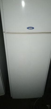 Продам двухкамерный холодильник SEG
