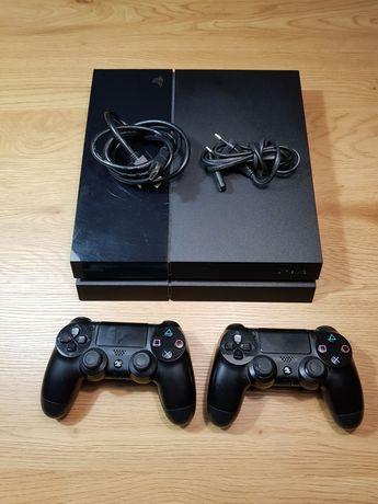 Konsola PS4 + 2 pady
