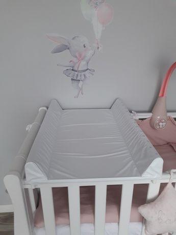 Bialy przewijak dla niemowląt