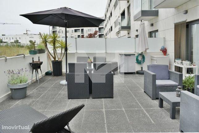 Apartamento T2 | 300m da Praia | Garagem Fechada e Terraço