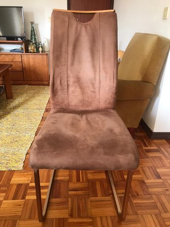 Cadeira de jantar em pele