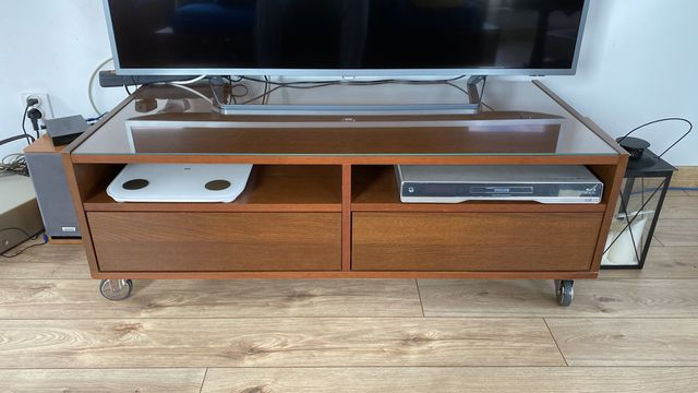 Ława albo szafka RTV na kółkach