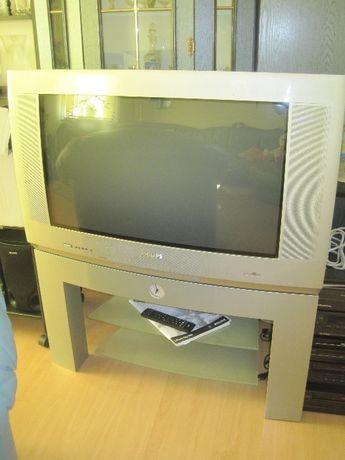 Telewizor 32 cale Philips +stolik pod telewizor z zegarkiem