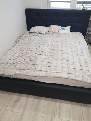 Łóżko sypialniane tapicerowane  2x1.6m eko- skóra.