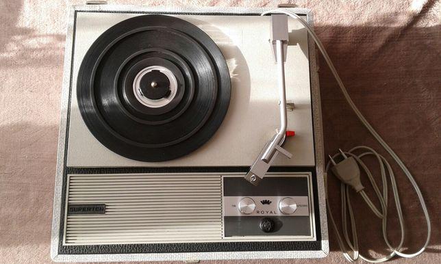 Gramofon walizkowy Royal Superton.