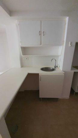 Aluga-se Apartamento T1 a Santa Apolónia