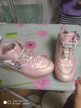 Продам дитячі демісезонні кросівки
