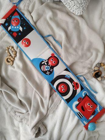 Zawieszka, zabawka do łóżeczka dla niemowlaka kontrastowa z muzyką
