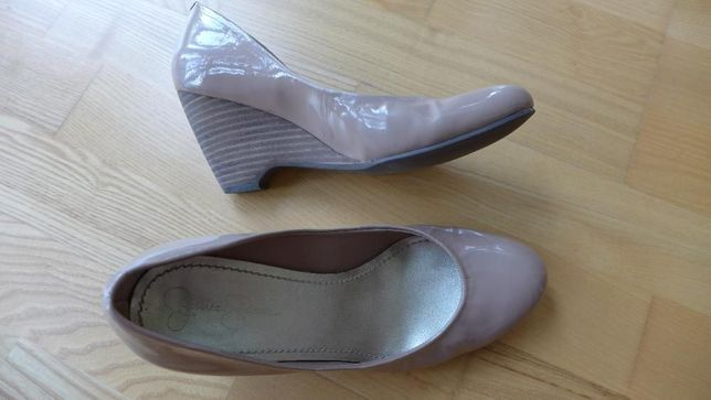Buty damskie , czółenka lakierowane na koturnie. Rozm. 39 z TK-max