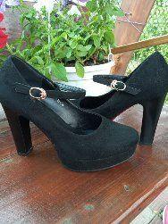Взуття жіноче в гарному стані