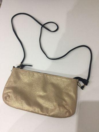 Złota mała torebka