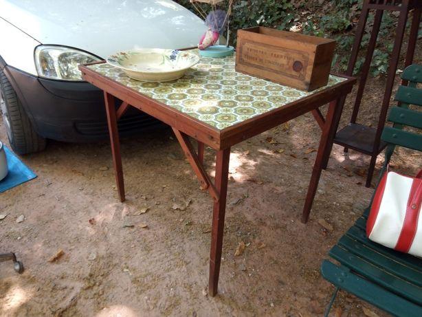 Fantástica mesa vintage em madeira - dobrável