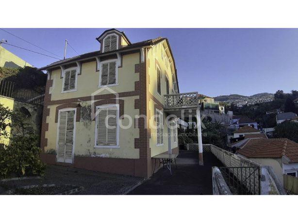 Moradia T4 com vista mar para venda no Funchal