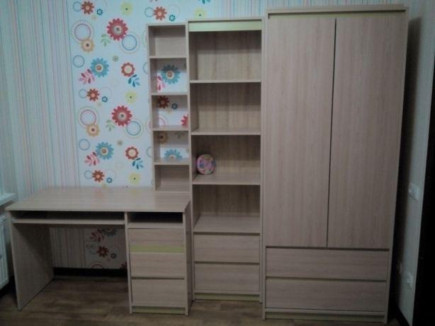 Детская стенка (платяной и книжный шкаф, стол, полка)