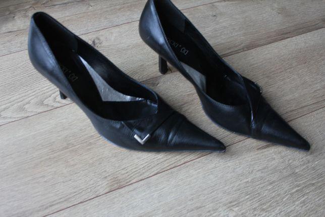Skórzane czarne czółenka 40 Lasocki, buty na obcasie 40 Lasocki