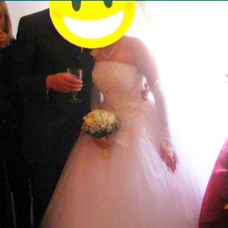 Свадебное платье 5000р, фата 1500р. За все 6000р