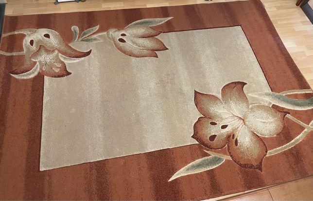 Sprzedam dywan, niewielkie ślady użytkowania