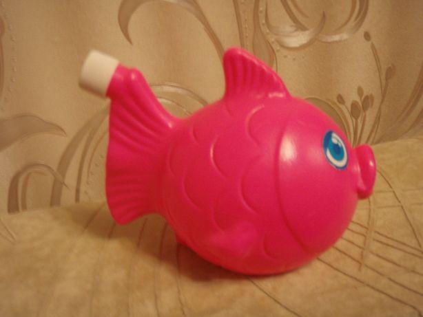 Пластмассовая рыбка для ванной
