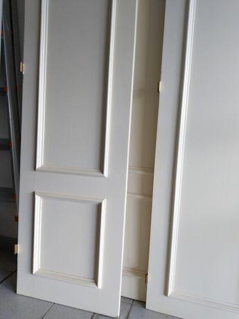 Portas roupeiro em carvalho maciço pintadas de branco