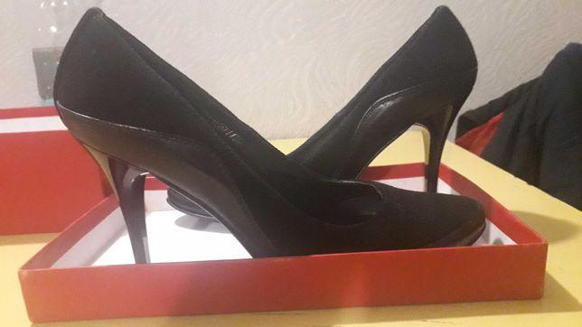 Туфли замшевые,почти новые