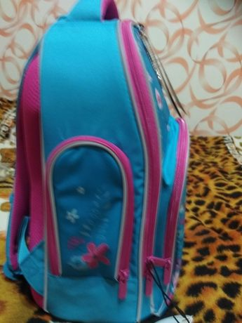 Шкільний рюкзак для дівчинки