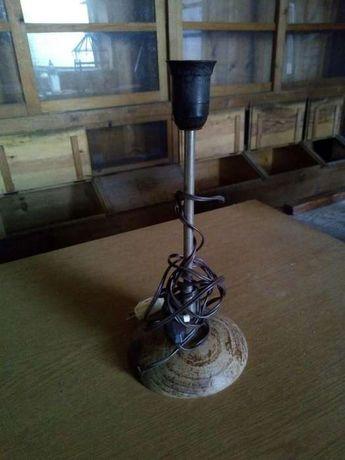 Candeeiro antigo, base madeira