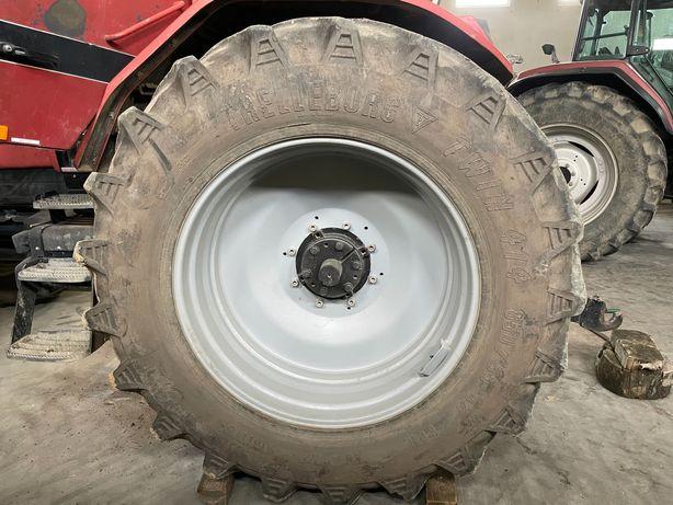 Felgi z oponami Koła rolnicze 850/55 r42 Case komplet