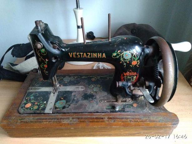 Продам Швейну антикварну машинку Vestazinha