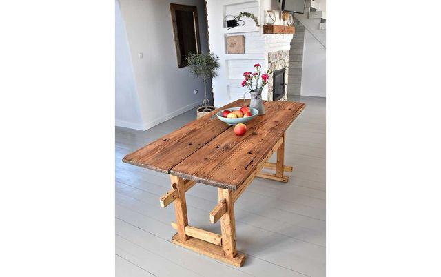 Rustykalna wyspa kuchenna stół stare drewno loft z drzwi stodoły