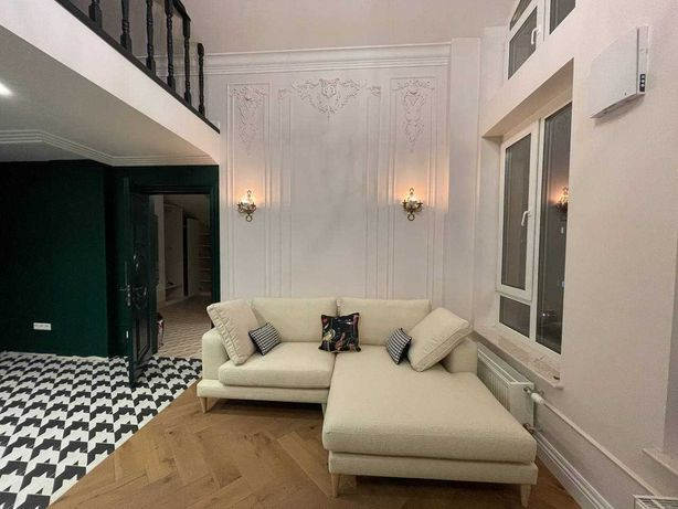 """ЖК """"Комфорт Таун"""", двухуровневая квартира с дизайнерским ремонтом!"""
