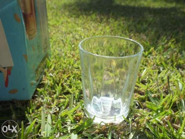 Serviço de 18 pecas em Vidro (copos.)