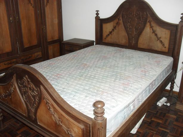 Mobilia de quarto completa em castanho