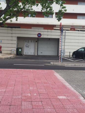 Espaço para parqueamento em garagem Miraflores