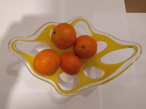 szklana ozdobna misa na owoce.