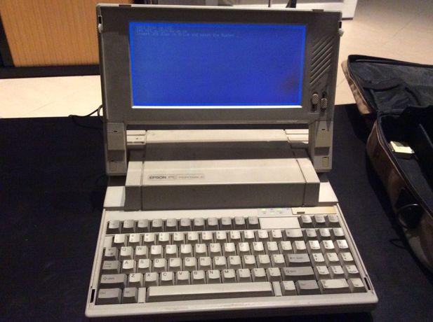 Computador portatil antigo Epson Q150A de 1989