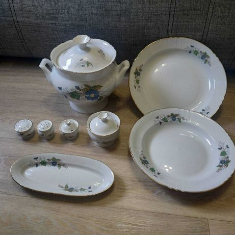 Набор посуды времен СССР: супница,тарелки,селедочница,набор для специй