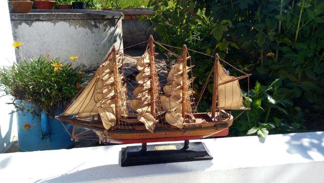 Troféu barco madeira miniatura