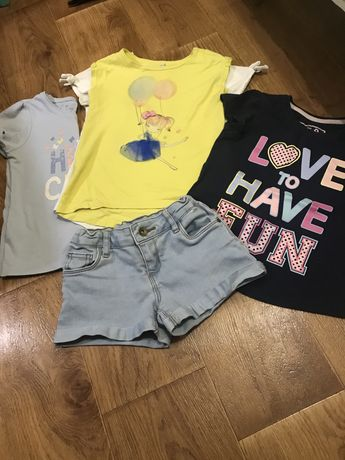 Джинсовые шорты +4 футболки  4-5 лет