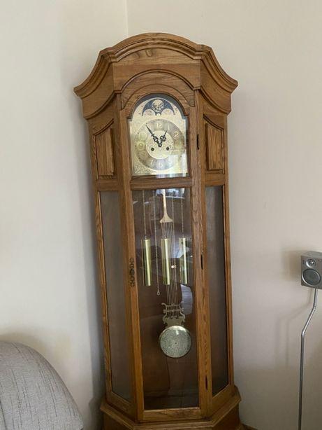 Drewniany zegar narożny
