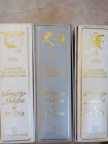 Dossiers filatelicos - anos 1998, 2000 e 2002