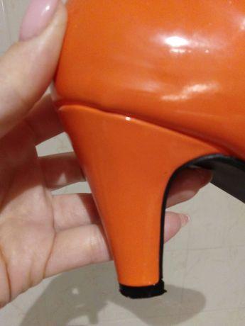 Czółenka pomarańczowe nr39