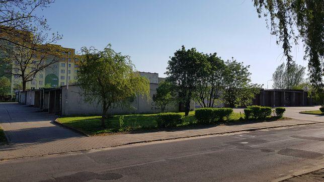 GARAŻ w Radomiu, w zabudowie szeregowej, murowany z kanałem