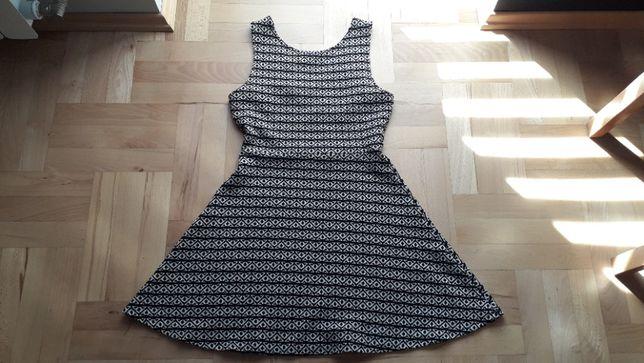 Sukienka czarno-biała Pull&Bear roz. L idealna na lato, wycięte plecy