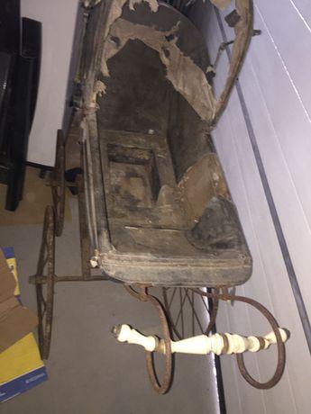 Zabytkowy wózek do odnowienia