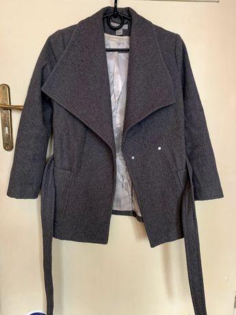 Szary płaszcz H&M w rozmiarze 34/XS, wełna 50%, stadn idealny